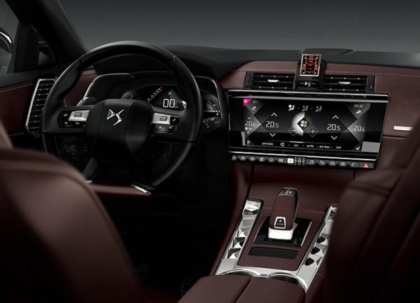 DS Automobiles salon samochodowy - DS7 CROSSBACK wnętrze samochodu