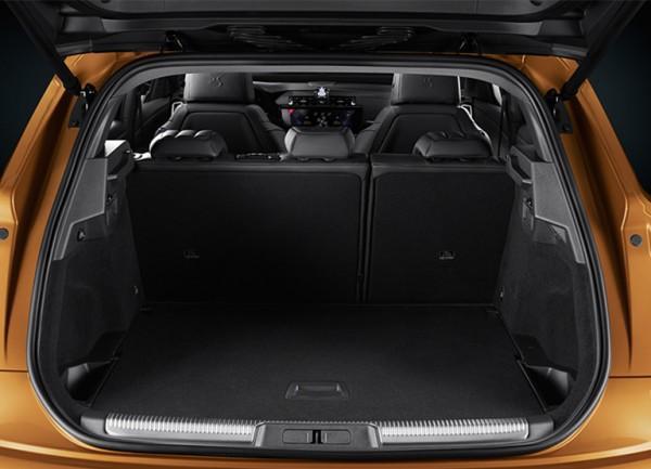 DS Automobiles salon samochodowy - DS7 CROSSBACK bagażnik